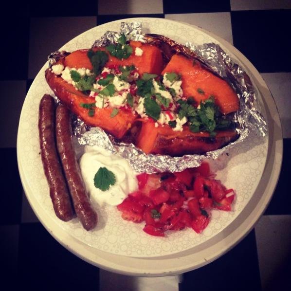 Gepofte zoete aardappel met feta en koriander & lamsworstjes