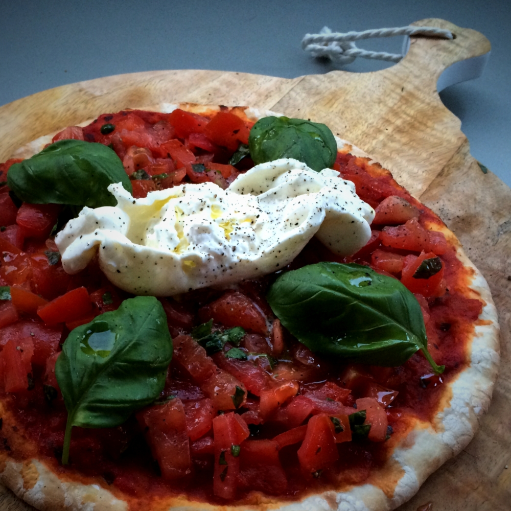 Dolly's delizioso 'Pizza Burrata met koude tomaten'!