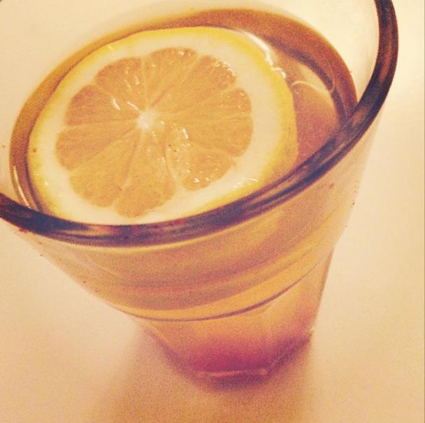 Hot Energy Drink van Rens Kroes: Met citroen, cayennepeper & kaneel