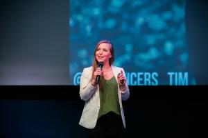 Dorit op het podium bij de voorrondes van de TEDx Amsterdam Women Startup Awards.